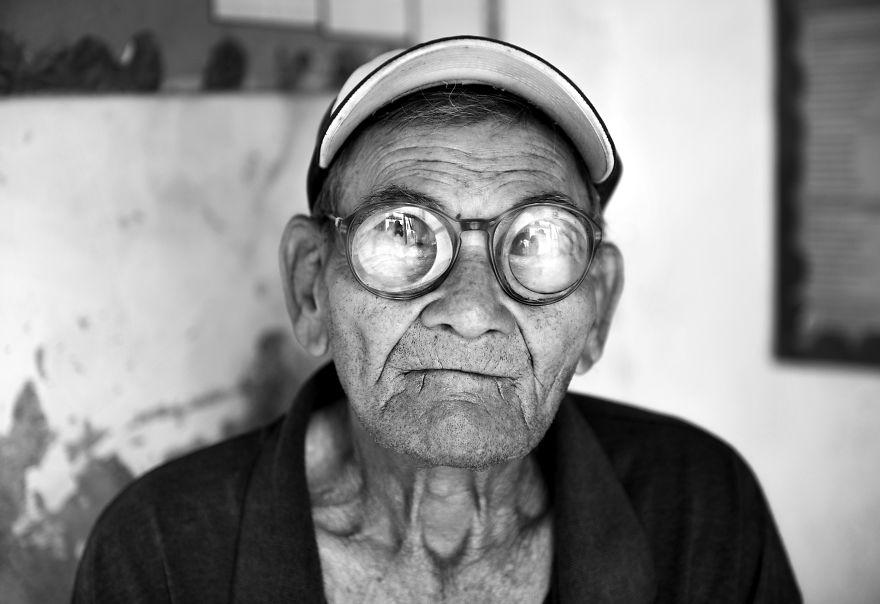 Old-man-5c1b50a1b2fe4__880
