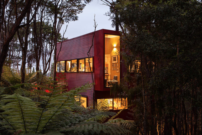 Red-House-by-Titirangi-4