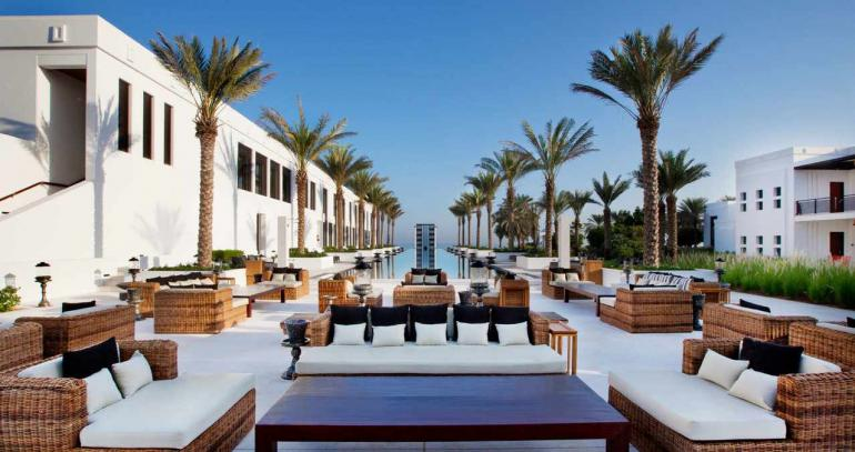 Chedi-Muscat_Pools_Long-Pool-Daylight_v-1_-_Kopie-770x407