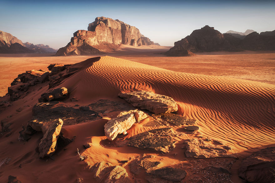 I-spend-5-days-on-Wadi-Rum-desert-wild-camping-with-my-friend-capturing-how-the-Earth-turns-into-Mars-in-marvelous-locations-5c6e88ff03518__880