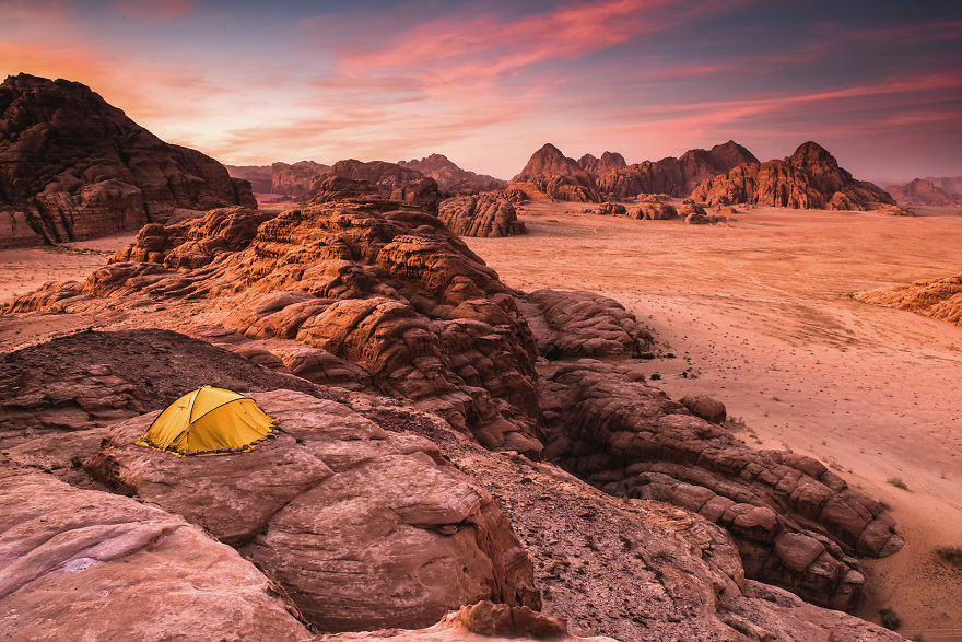 I-spend-5-days-on-Wadi-Rum-desert-wild-camping-with-my-friend-capturing-how-the-Earth-turns-into-Mars-in-marvelous-locations-5c6e89c1bcaa0__880