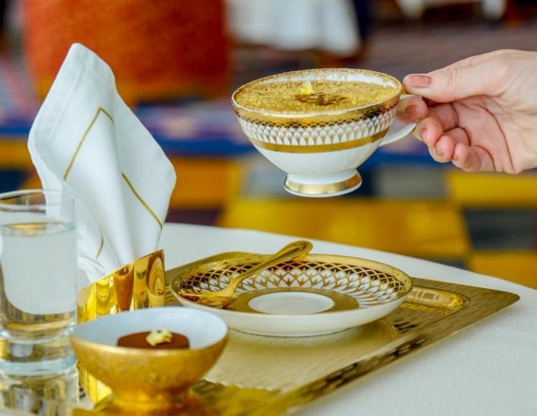 gold-cappuccino-at-Dubai-Burj-Al-Arab-2-770x597