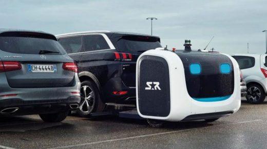 A londoni reptéren robot parkolja le az autóját