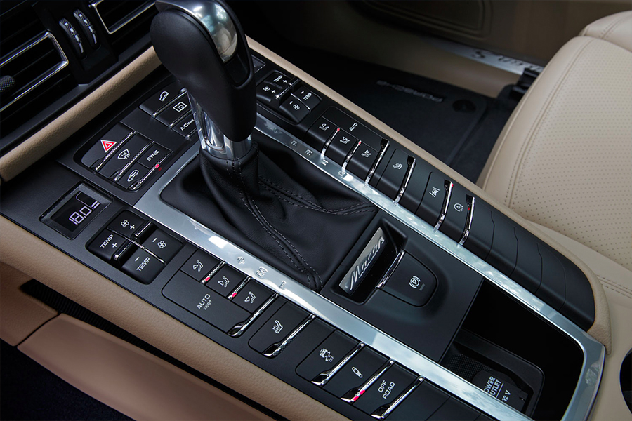 Your-first-Porsche-Hands-on-with-the-2019-Macan-S-Console