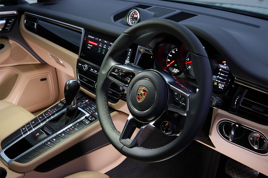 Your-first-Porsche-Hands-on-with-the-2019-Macan-S-Steering-Wheel