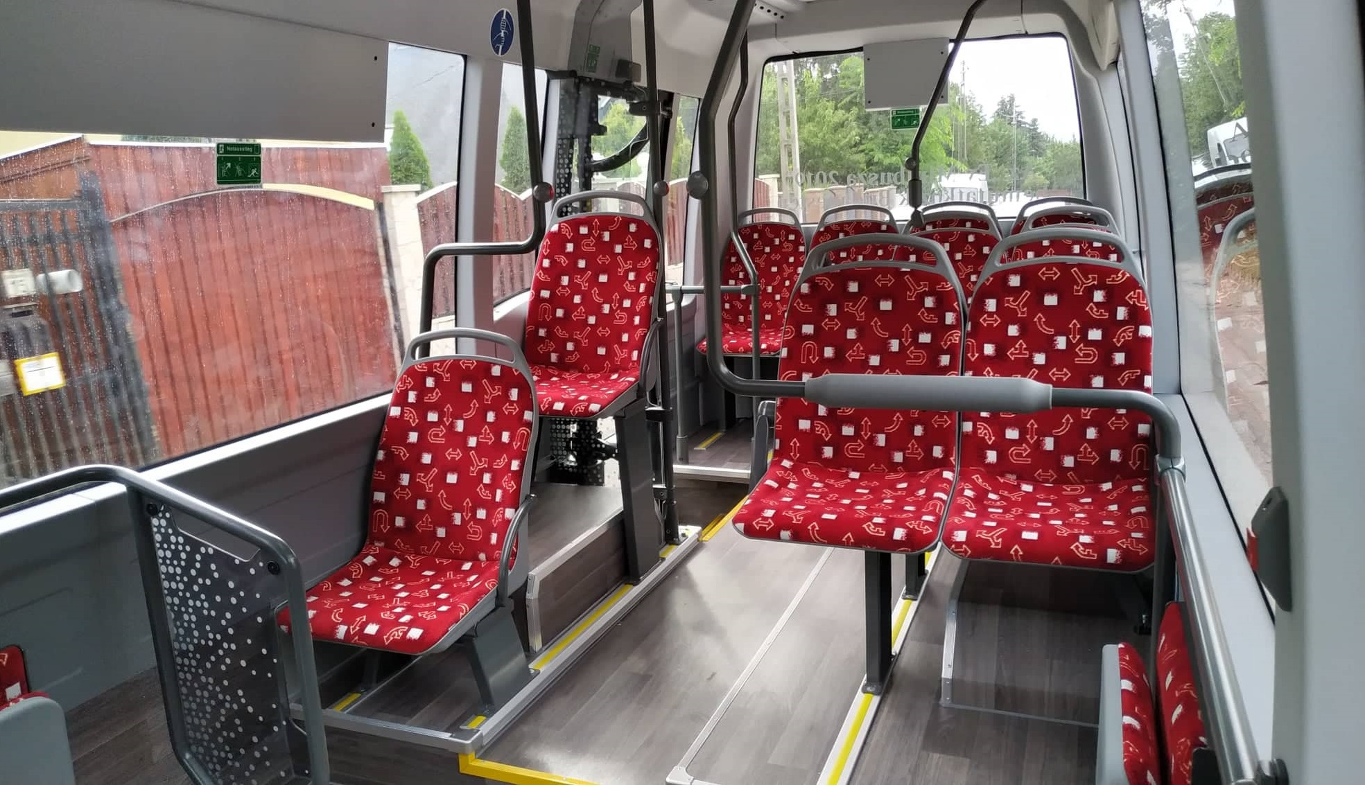 """Az """"Év Minibusza 2019"""" 12 ülő-, és 23 állóhellyel rendelkezik, illetve 1 kerekesszék is szállítható rajta."""