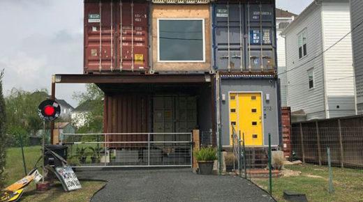 Egy férfi 11 konténerből építette meg álmai házát