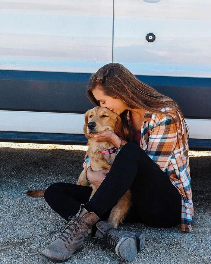 girl-van-dog-1-5e006cdfc3adc__700