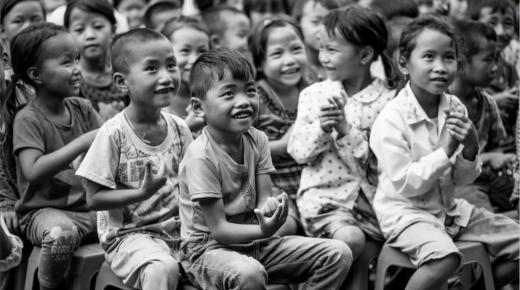 Szívszaggató fotók hátrányos helyzetű gyermekekről