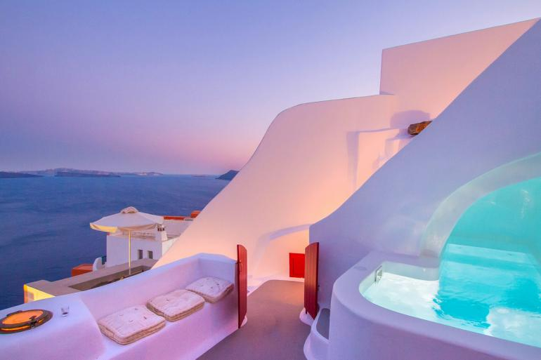 Hector-Cave-House-Santorini-Greece-Airbnb-770x513
