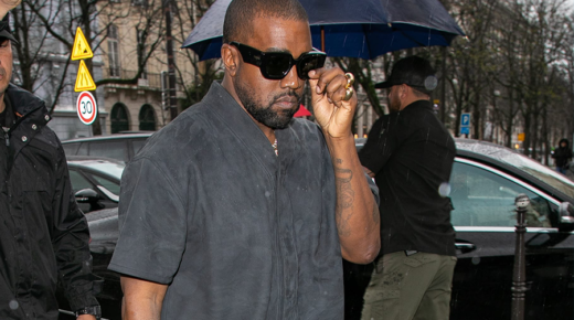 Kanye Westet lencsevégre kapták az új Yeezy cipőben