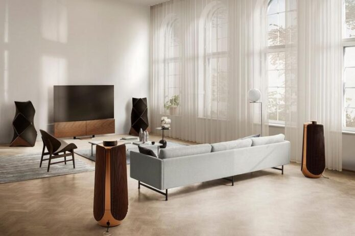 Bang-and-Olufsen-8K-OLED-TV-3-770x513