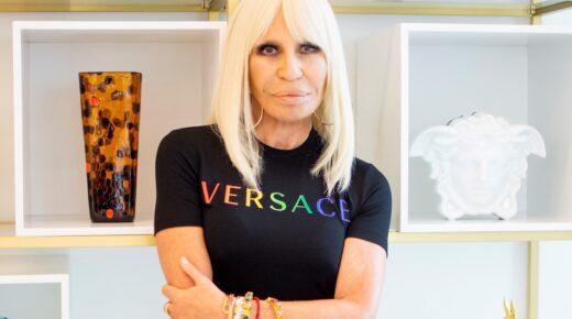 A Versace a Pride hónap tiszteletére korlátozott kiadású kollekciót mutatott be