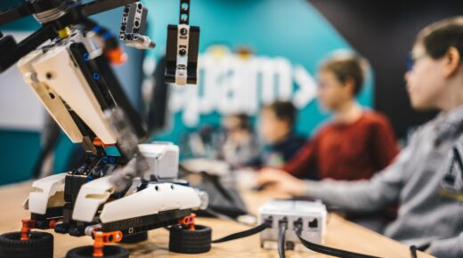 Izgalmas programokat nyújt gyerekeknek a RoboLabor távNapközi