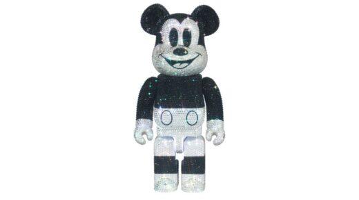 Csillogás: Az új Mickey Mouse Bearbrick Swarovski kristályok százaival lett díszítve