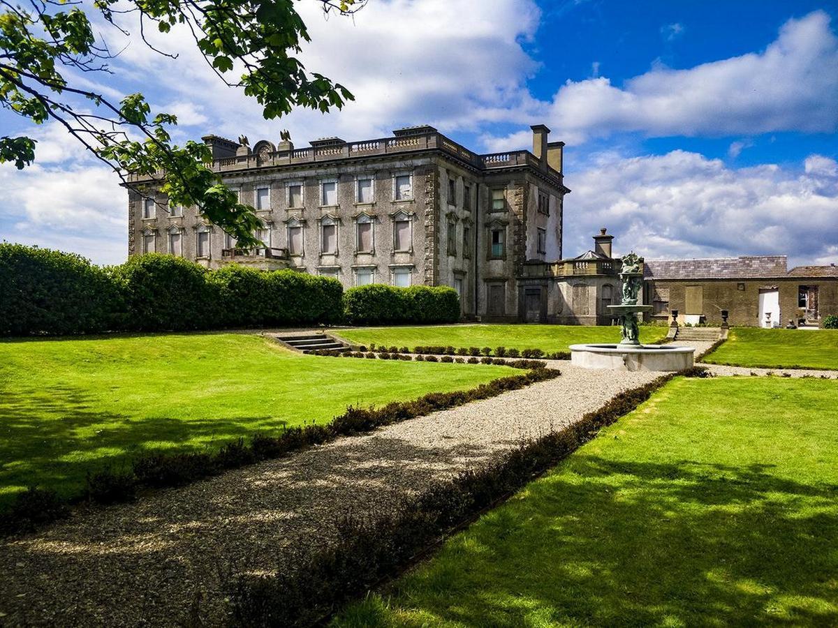 Irelands-Most-Haunted-Mansion-7