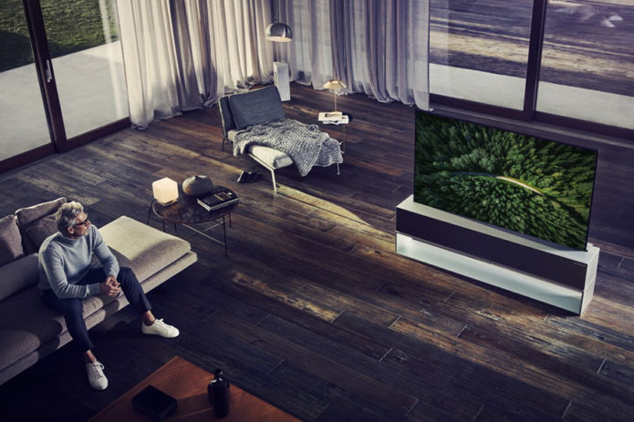 Worlds-First-Rollable-OLED-TV-LG-2