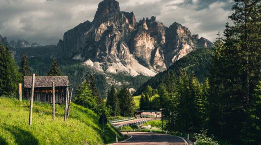 Csodálatos fények a gyönyörű Dolomitokban
