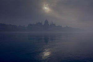IVE-SPENT-10-YEARS-EXPLORING-THE-CITY-DURING-MISTY-DAYS-AND-NIGHTS-5df28dbd51248__880