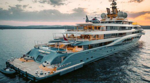 Két helikopterrel, krio-szaunával, mini tengeralattjáróval és hat fedélzettel, amelyek abszolút nagyságrendűek, a világ legnagyobb charter szuperjachtja  hetente 4 millió dollárba kerül.