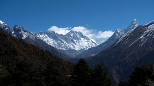 Nepál újra megnyitotta hegycsúcsait a hegymászók előtt