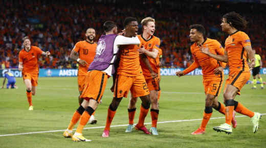 Holland gól 2528 nap után, történelmi győzelem az Eb eddigi legjobb meccsén
